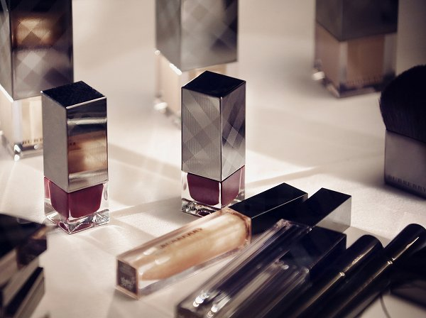 1_burberry-make-up-at-the-burberry-prorsum-womenswear-autumn-winter-2013-show-burberry-nail-polish